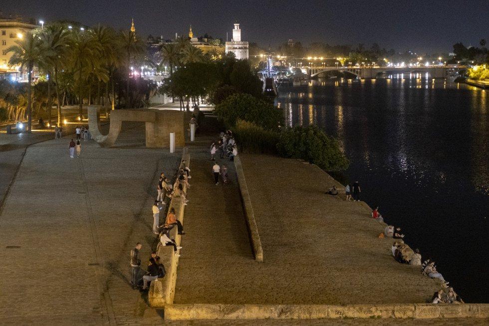 Ambiente en Sevilla, junto al río Guadalquivir.