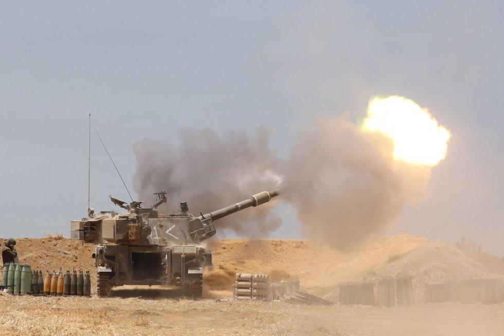 Las Fuerzas Armadas israelíes han reforzado con batallones de infantería y carros de combate las zonas fronterizas del enclave palestino.