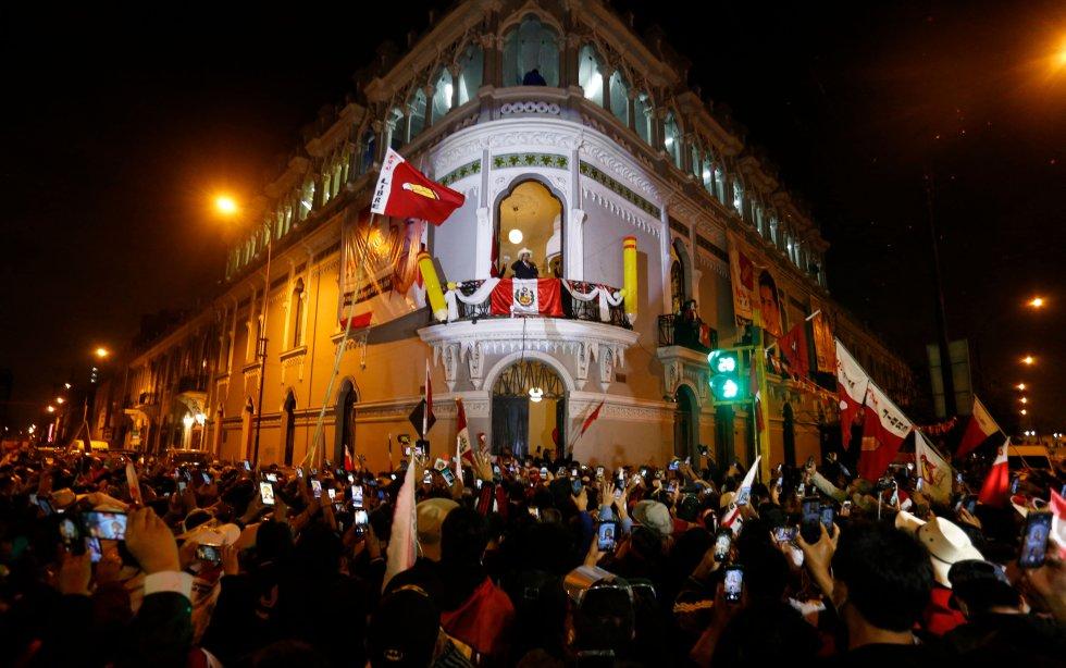 Castillo se ha adelantado a que acabe el conteo, que va por el 97,96%. En estos momentos, el profesor rural aventaja a Keiko Fujimori en casi 84.000 votos.