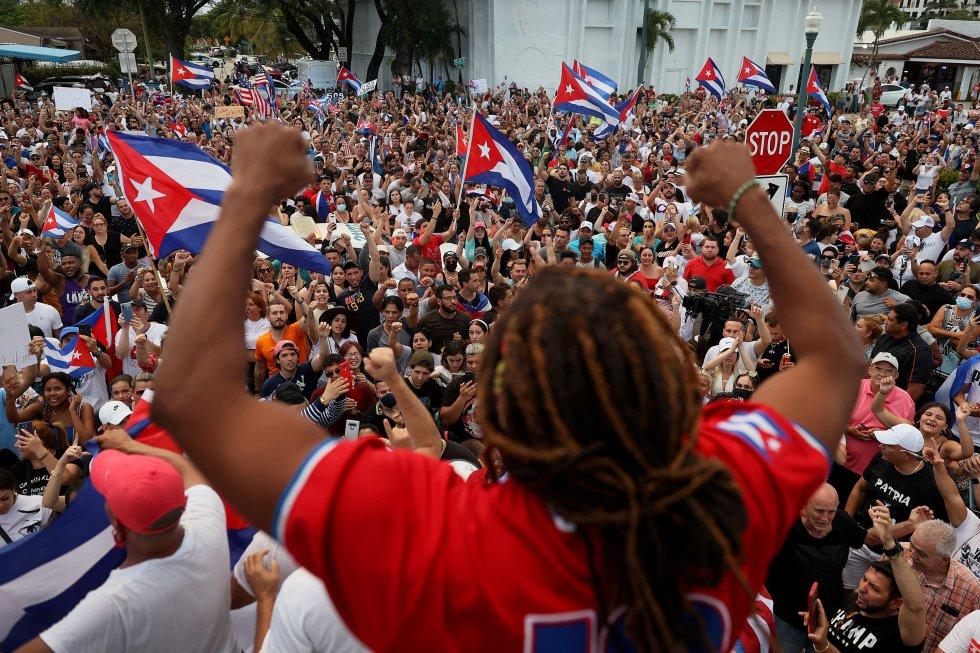 Lo ocurrido en La Habana resonó en Miami, donde centenares de cubanos residentes en esa ciudad estadounidense se concentraron para protestar contra el Gobierno de la isla.