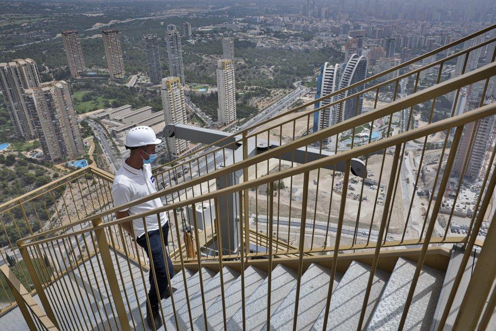 El rascacielos Intempo se eleva 198 metros sobre el suelo en Benidorm, lo que lo convierte en la construcción más alta de la ciudad alicantina.