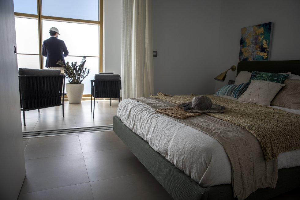 En las dos torres que componen el rascacielos hay apartamentos de 75 metros cuadrados, con dos habitaciones y un baño; y apartamentos de 95 metros cuadrados, con dos habitaciones, dos baños y cocina independiente.