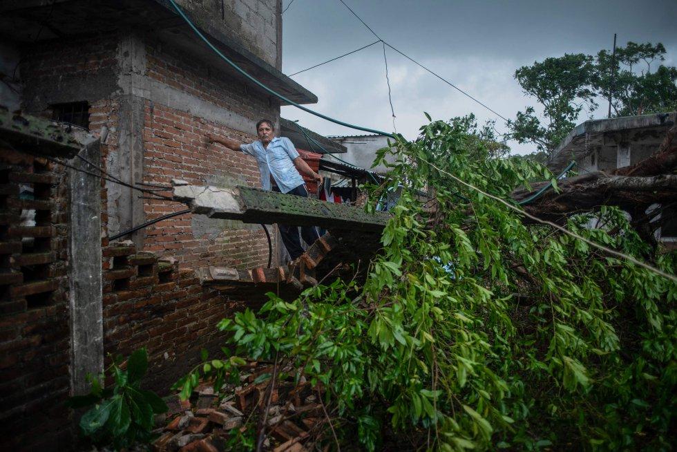 Varias vivienda sufrieron daños tras el paso de 'Grace' en el municipio de Tecolutla. El gobierno de Veracruz informó que el fenómeno metereológico golpeó al Estado ya como categoría de huracán 3 con vientos de 250 kilómetros por hora.