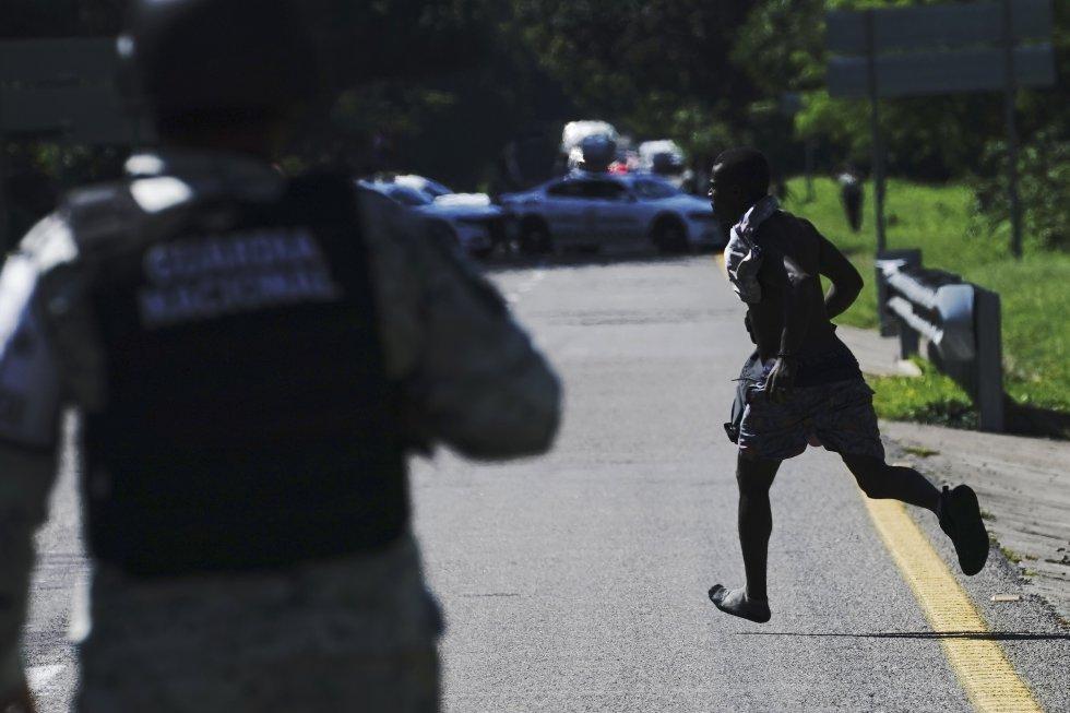 Las autoridades mexicanas dispersaron las caravanas migrantes que partieron con rumbo a Mapastepec, lugar donde arribaron los dos últimos grupos antes de ser disueltas por las fuerzas de seguridad.