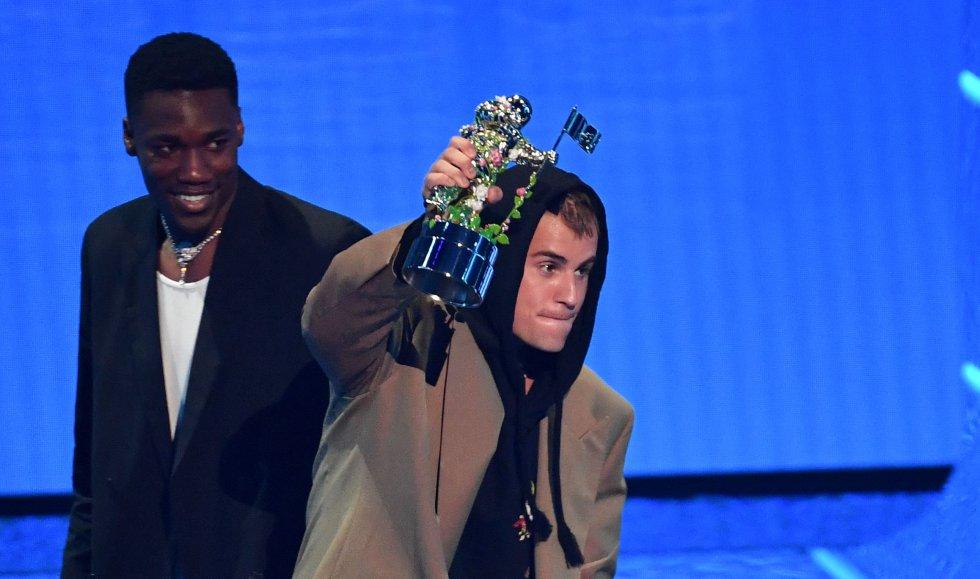 Justin Bieber fue otra de las estrellas de la noche. El canadiense se llevó el galardón a la mejor canción pop por 'Peaches'.