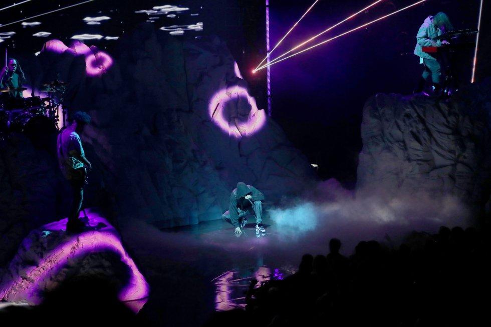 Bieber, que no acudía a los premios desde 2015, interpretó de manera electrizante Ghost.