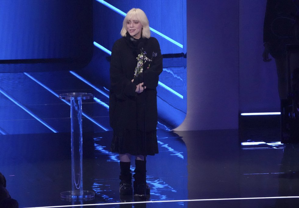 Billie Eilish se llevó el premio a mejor video por 'Your Power'.