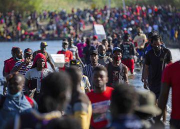 Las imágenes de la caravana migrante en Texas