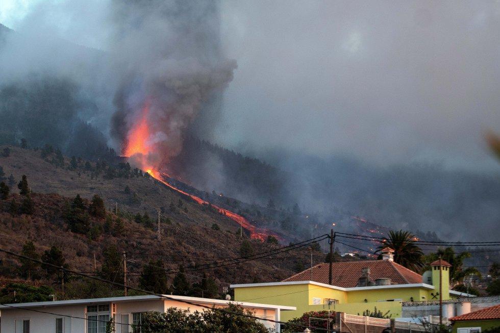 Ya han sido evacuados vecinos de la zona de Alcalá y El Paraíso, y se ha iniciado la evacuación de barrios de El Paso, Los Llanos de Aridane y Tazacorte, en previsión del avance de la lengua de lava.