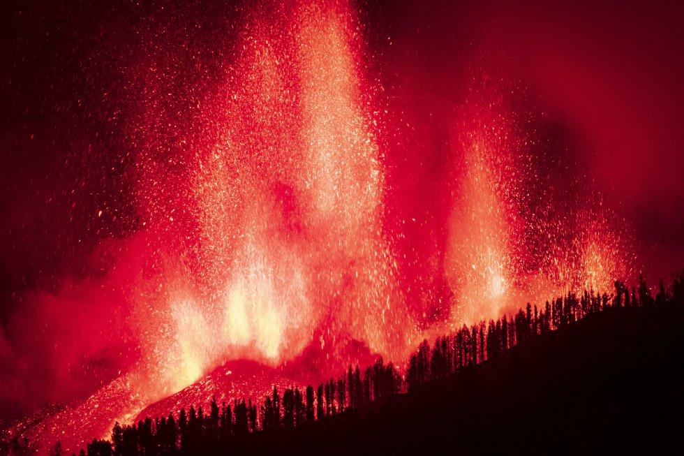 El nuevo volcán que surgirá de la erupción que ha comenzado este domingo en El Paso (La Palma) podría contener entre 17 y 20 millones de metros cúbicos de magma, según ha concretado el presidente del Gobierno de Canarias, Ángel Víctor Torres.