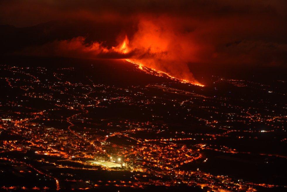Vista de la colada de lava y del valle de Aridane desde el mirador de El Time, en el municipio de Tijarafe, en La Palma.