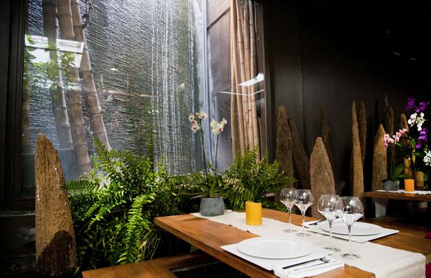 Comedor del restaurante Indochine, en Barcelona. | El Viajero | EL PAÍS