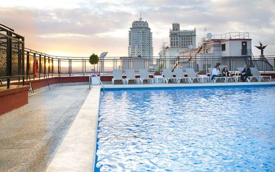Chapuzones de hotel en madrid el viajero el pa s for Hoteles con piscina climatizada en andalucia