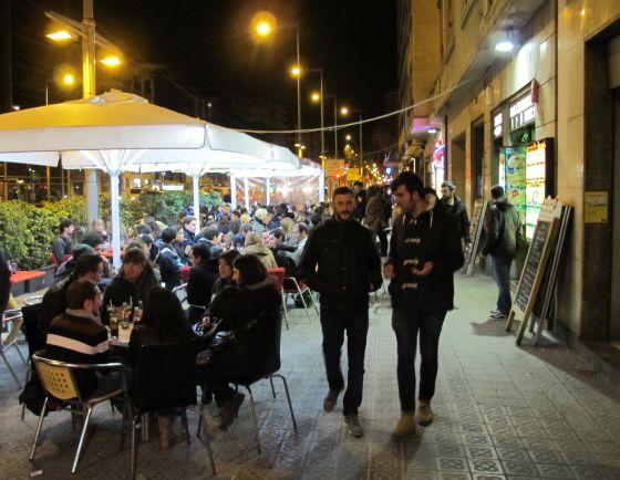 Tapas anticrisis por barcelona el viajero el pa s for Terrazas nocturnas madrid