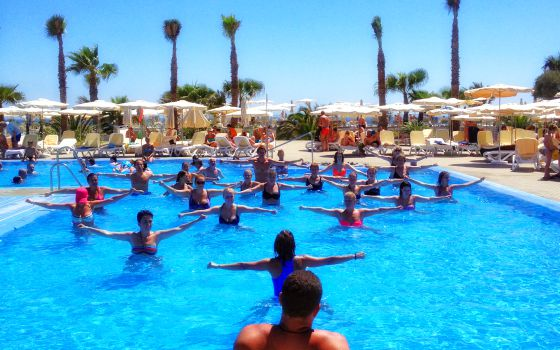 Todos a la piscina el viajero el pa s for Desnudas en la piscina