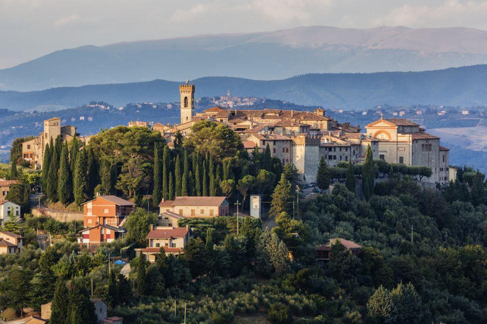 El arte de Perugino y Giotto, y pueblos tranquilos como Gubbio o Montecastello di Vibio (en la foto) invitan a acercarse a la región italiana de Umbría, menos concurrida que la vecina Toscana y asequible gracias a los vuelos de bajo coste a Perugia.