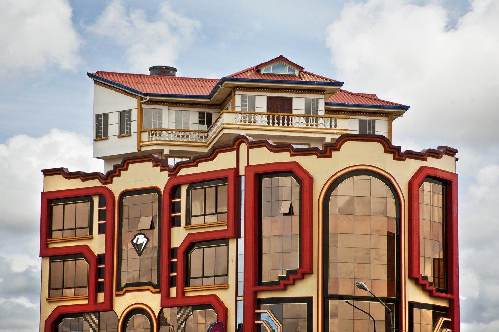 fotos as es un cholet boliviano el viajero el pa s. Black Bedroom Furniture Sets. Home Design Ideas