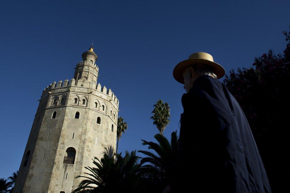 La Torre del Oro de Sevilla está situada en el margen izquierdo del río Guadalquivir. Su altura es de 36 metros y fue declarada monumento histórico-artístico en 1931.
