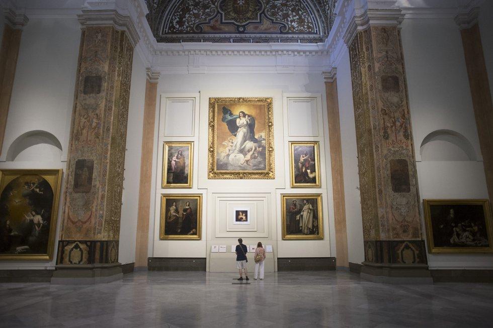 El Museo de Bellas Artes de Sevilla fue inaugurado oficialmente en 1841. Se ubica en la plaza del Museo, que está presidida por una escultura dedicada a Bartolomé Esteban Murillo. La obra de Murillo 'Inmaculada la Colosal' preside la sala V del Museo.
