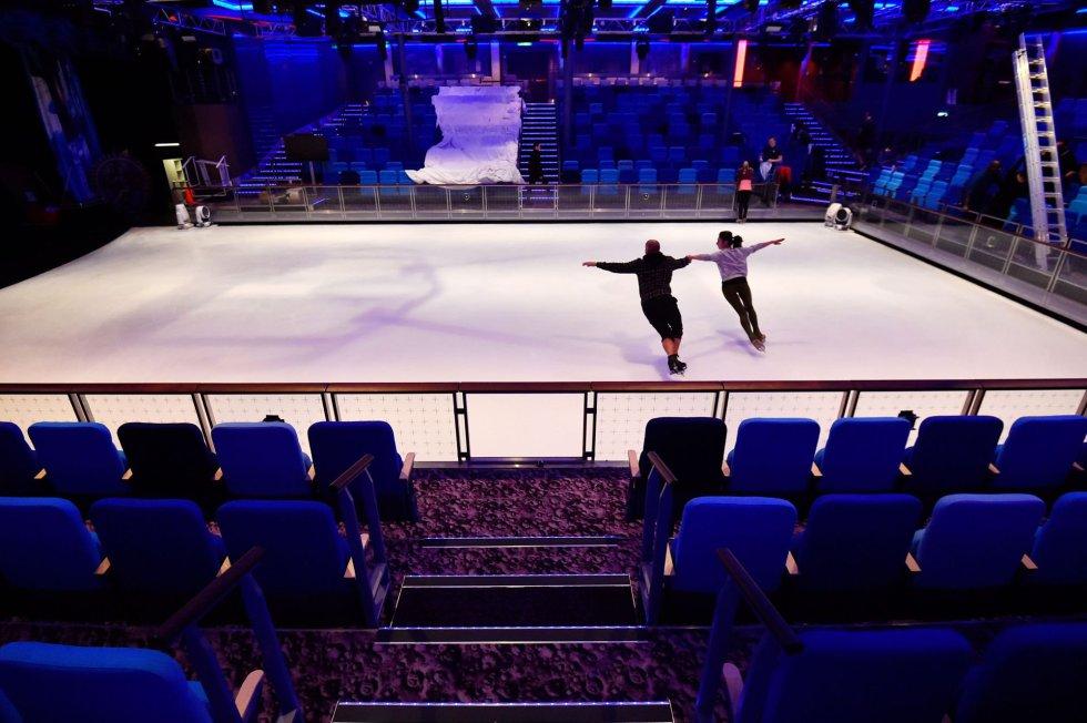 Una pista de patinaje sobre hielo también está entre la oferta de ocio del crucero.