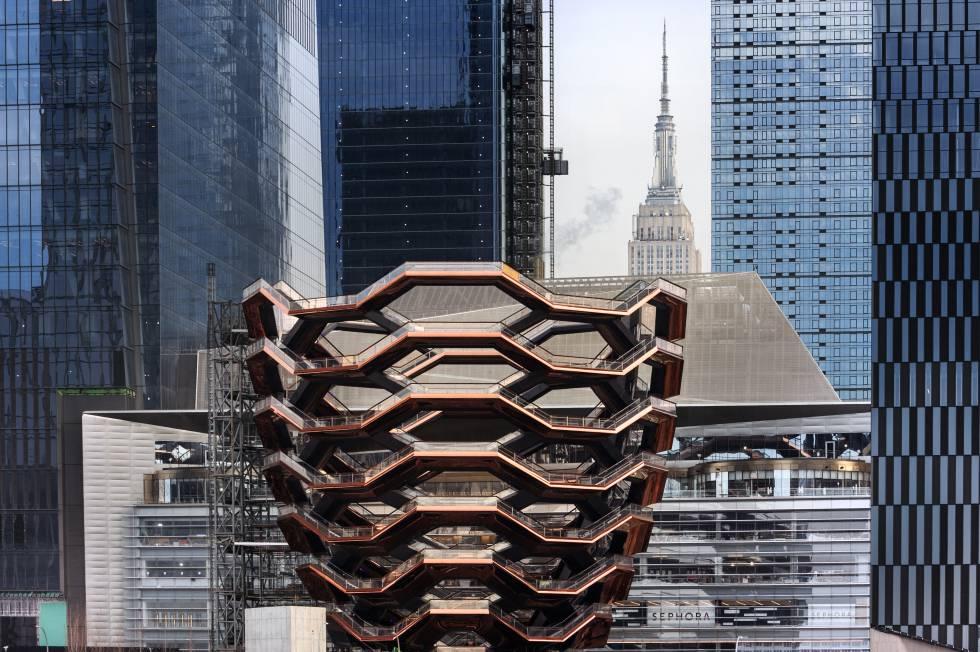 La estructura de acero y hormigón, corazón de Hudson Yards  (hudsonyardsnewyork.com) , en el Upper West Side de Manhattan, abre a los visitantes todos los días de 10.00 a 21.00. 'Vessel' significa buque o vasija en inglés.