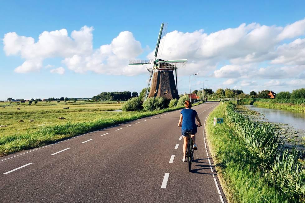 Abril de 2020 será declarado Mes de la Libertad en los Países Bajos , país que celebra 75 años de libertad tras el final de la II Guerra Mundial. Y se hará por todo lo alto: solo el 5 de mayo se celebrarán 14 festivales por todo el país, perfectamente abarcable gracias a sus dimensiones (desde Ámsterdam se llega en pocas horas a muchas ciudades llenas de encanto). Además, la red de carriles-bici suma más de 35.000 kilómetros y llega tanto a las regiones más alejadas al norte, por ejemplo, las islas del mar de Frisia, como a las grandes capitales culturales del sur, como La Haya, Róterdam, Utrech, Groninga, Maastricht o Eindhoven.