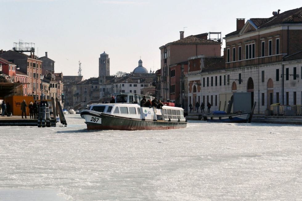 Fotos el hielo llega a los canales de venecia internacional el pa s - Marco aldany puerto venecia ...