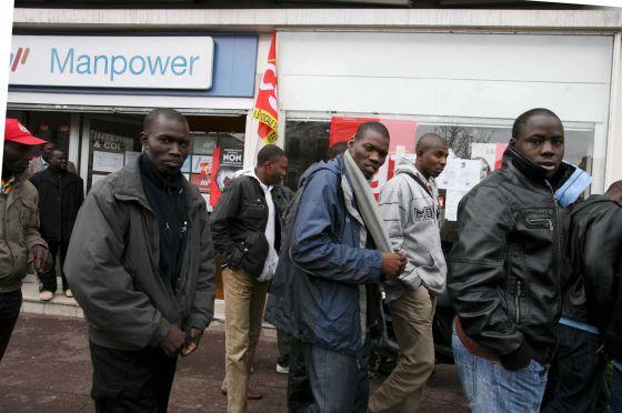 Resultado de imagen para negros en las barriadas de francia