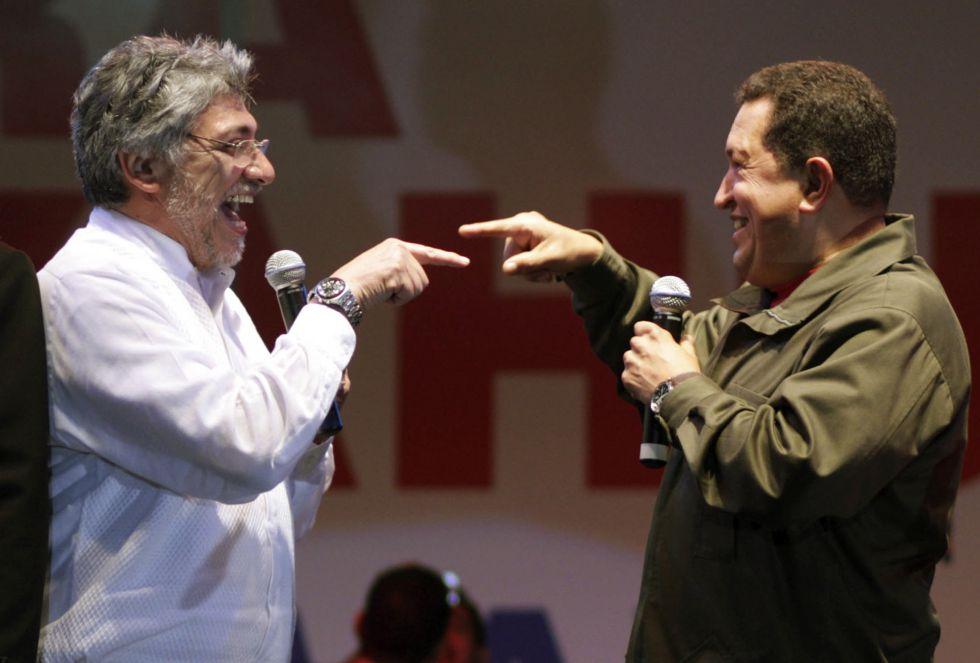 El presidente de Paraguay Fernando Lugo y Hugo Chávez, durante un festival en Asunción en Agosto de 2008.