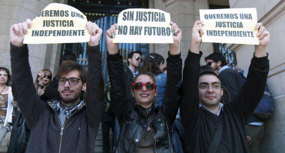 Dos fallos detienen la reforma judicial de Argentina ...