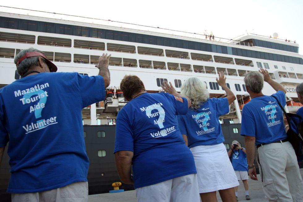 Estadounidenses y canadienses residentes en Mazatlán formaron un comité de bienvenida para aconsejar a los viajeros, en su mayor parte compatriotas.