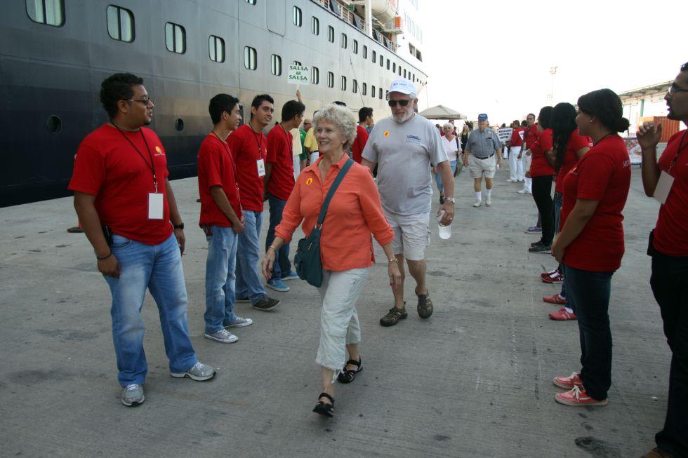 En 2010, la ciudad recibió 244 cruceros. El Veendam es el primer barco de una de las grandes líneas comerciales que llega este año.