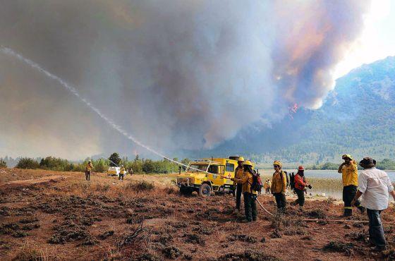 Argentina sufre el incendio forestal más grande de su historia ...