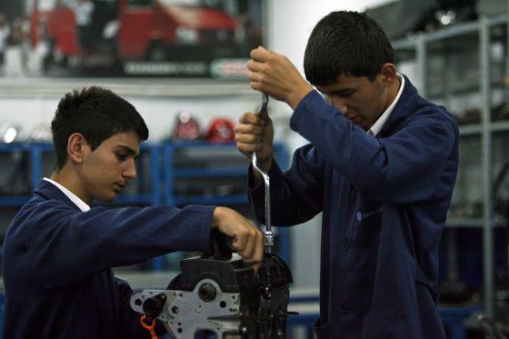 Tres Ideas Para Que Los Jovenes Tengan Empleo Internacional El Pais