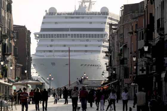 "Resultat d'imatges per a ""turismo masivo"""