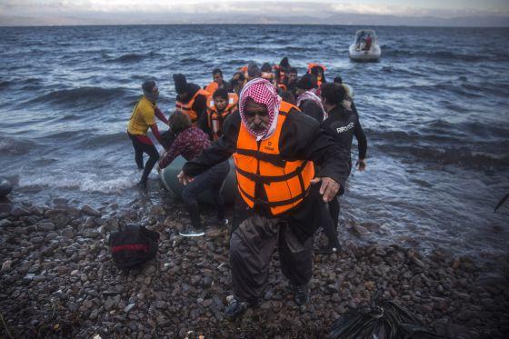 Resultado de imagen para España superará a Grecia en llegada de inmigrantes