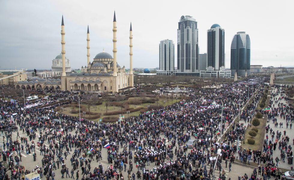Manifestacion En Grozni Chechenia En Apoyo A Putin