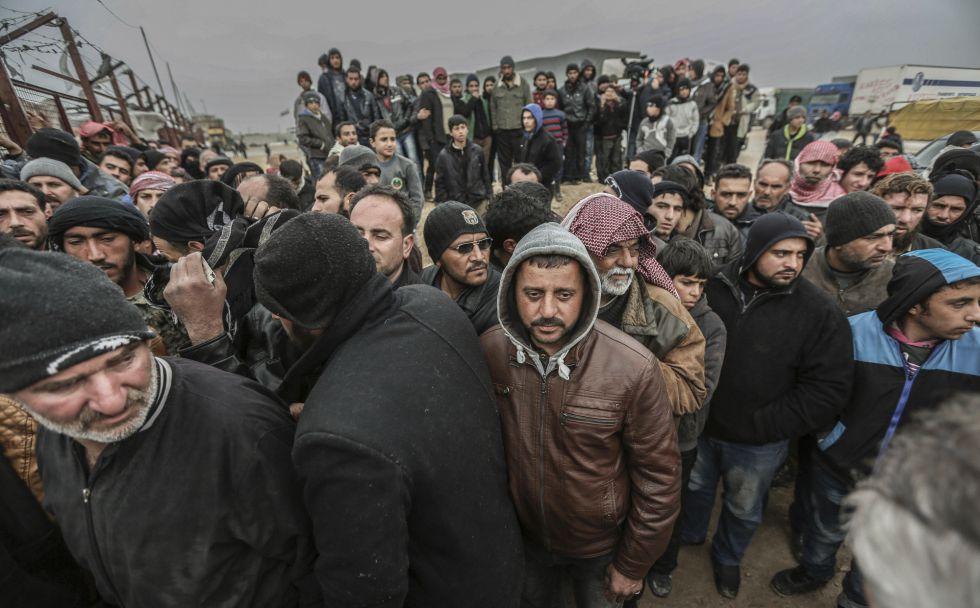 Dezenas de milhares de sírios fogem de Aleppo para fronteira com ... 4cfff9ca81c39