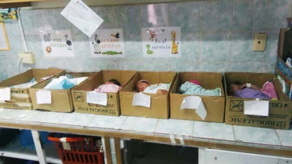 Resultado de imagen para bebe en cajas hospitales