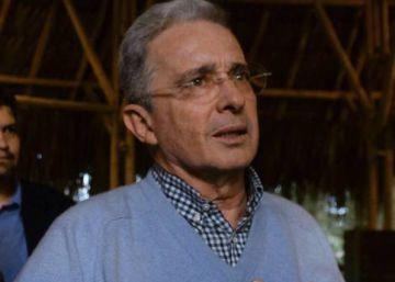 Los medios colombianos se unen contra el ataque de Uribe a un periodista