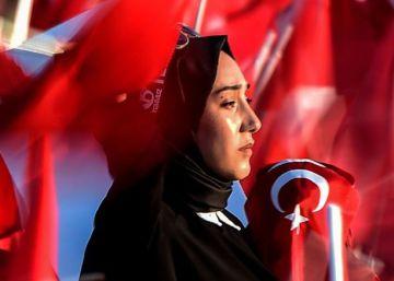 Cientos de miles de turcos conmemoran la derrota del golpe de Estado