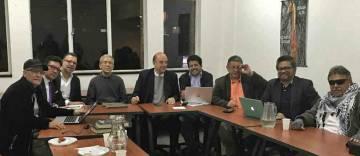 Líderes de las FARC y exjefes paramilitares se sientan en la misma mesa para hablar de paz