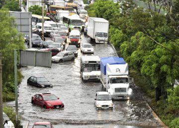 Las fuertes lluvias provocan inundaciones en el sur y el oriente de la Ciudad de México
