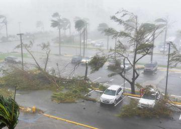 El ojo del huracán María sale de Puerto Rico dejando la isla arrasada y aún en alerta de inundaciones