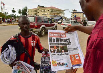 El exfutbolista Weah y el vicepresidente encabezan el escrutinio en Liberia