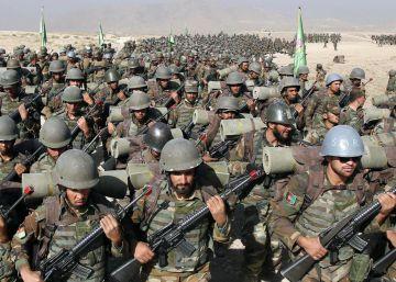 Al menos 43 muertos en un ataque talibán contra una base militar en Afganistán