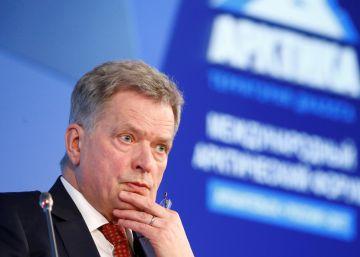 En Finlandia, el presidente dispuesto a cambiar pañales