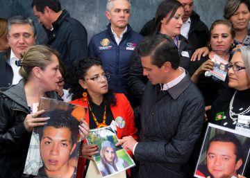 Peña Nieto firma la ley de desaparecidos y las familias dicen que vigilarán que se aplique bien