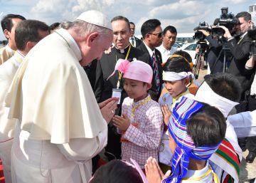 El Papa se reúne con el jefe del Ejército en su primer día en Myanmar