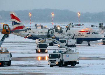 Cientos de vuelos cancelados en Europa por el fuerte temporal